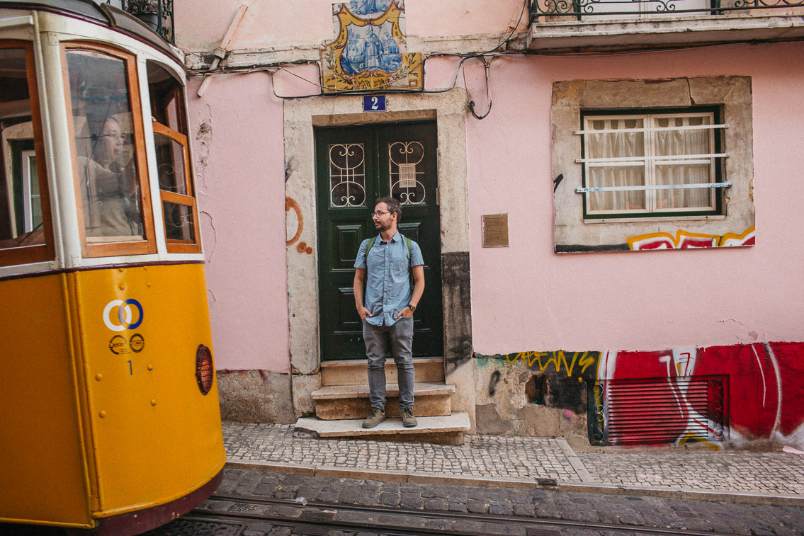 Elevador da Bica - The cat, you and us