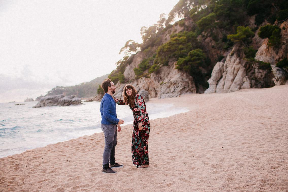 Cala Boadella couple beach photoshoot - The cat, you and us